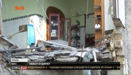Новый обвал в Одессе: упала стена четырехэтажного жилого дома