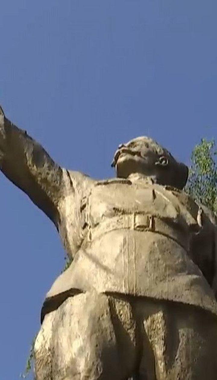 Последние идолы: как несколько областей Украины до сих пор пытаются перехитрить закон о декоммунизации