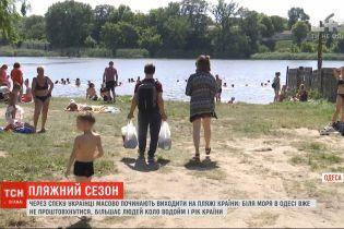 Из-за жары украинцы массово начинают выходить на пляжи