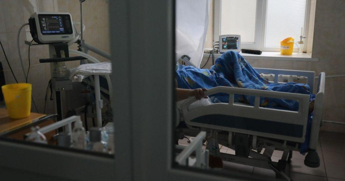 Антирекорд смертей від коронавірусу: в Україні за добу померли понад 90 людей