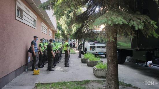 Поліція призначила службове розслідування через сутичку активістів і правоохоронців під час суду над Стерненком