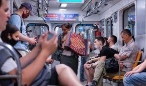 У церкві, таксі чи метро: рейтинг небезпечних місць, де можна підхопити коронавірус - епідеміологи
