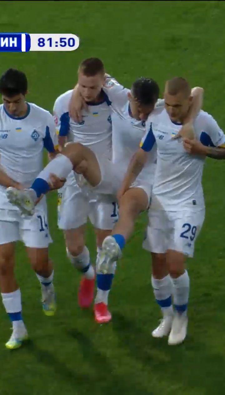 Заря - Динамо - 1:2. Сидорчук травмировался, его вынесли с поля на руках
