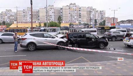 В масштабном ДТП в столице с участием 6-ти автомобилей пострадала полицейская и водитель легковушки