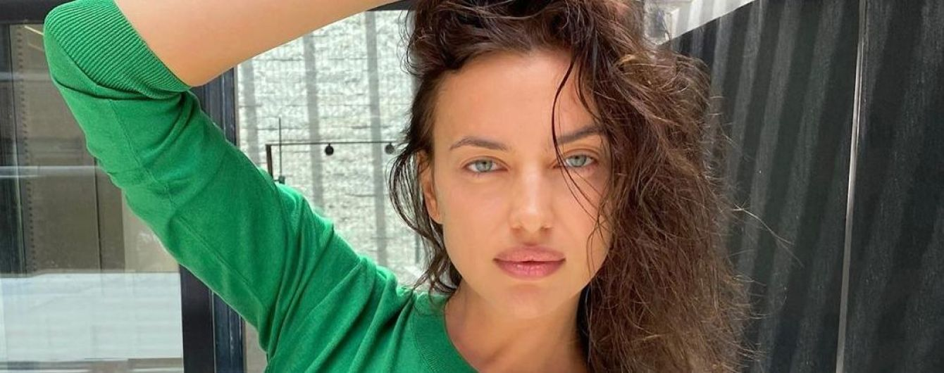 Яка гарна: Ірина Шейк в смарагдовому топі позувала перед камерою