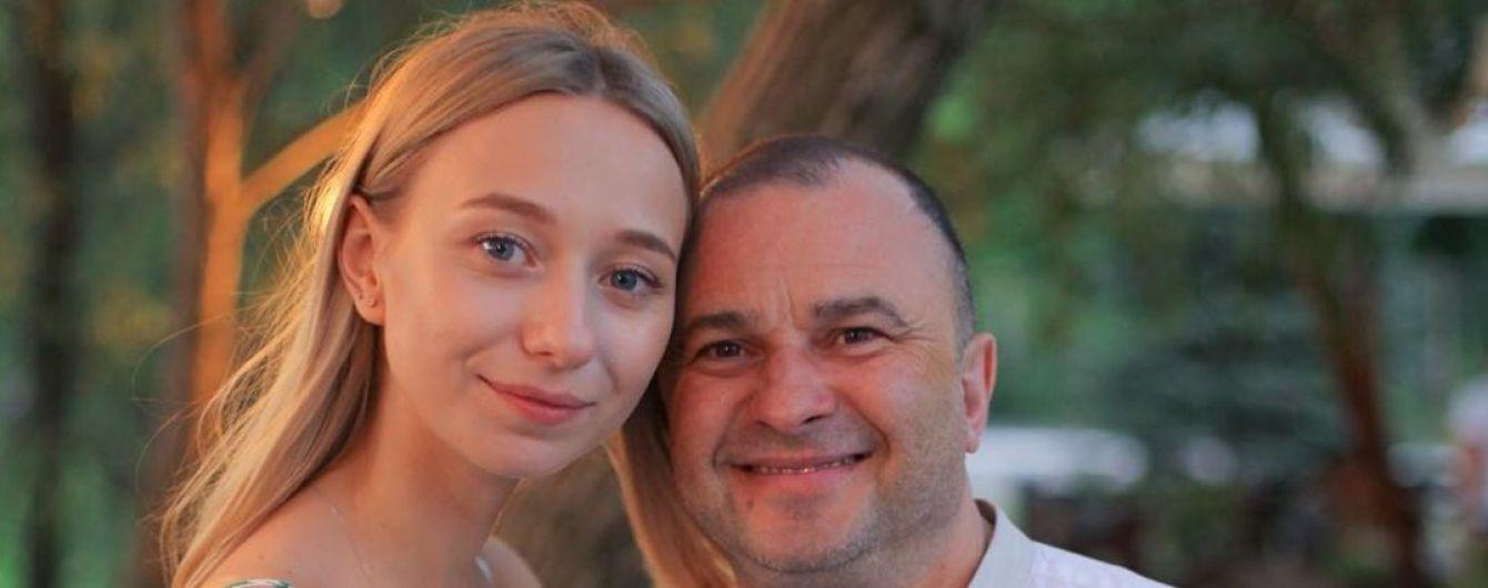 """""""Миє і носить на собі"""": дружина Віктора Павліка розповіла, як він турбується про хворого сина"""