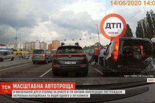 У Мережі з'явилося відео масштабної ДТП в столиці за участі 6 автомобілів