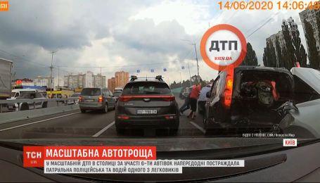 В Сети появилось видео масштабного ДТП в столице с участием 6 автомобилей