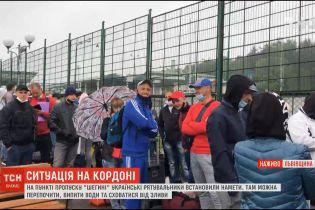 """Натовпи заробітчан: черги охочих потрапити до Польщі збираються на пішому КПП """"Шегині"""""""