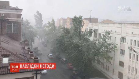 Погодні сюрпризи: раптова і потужна злива пронеслася Києвом