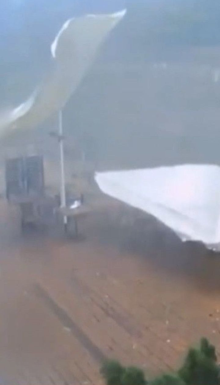 Негода у столиці: потужна злива пронеслася Києвом