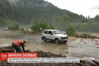 Страшна негода: в Україні від сильних злив потерпають цілі райони в декількох областях