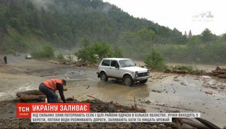 Страшная непогода: в Украине от сильных ливней страдают целые районы в нескольких областях