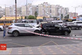 ДТП з 6 автомобілями: у Мережі з'явилося відео масштабної автотрощі у столиці