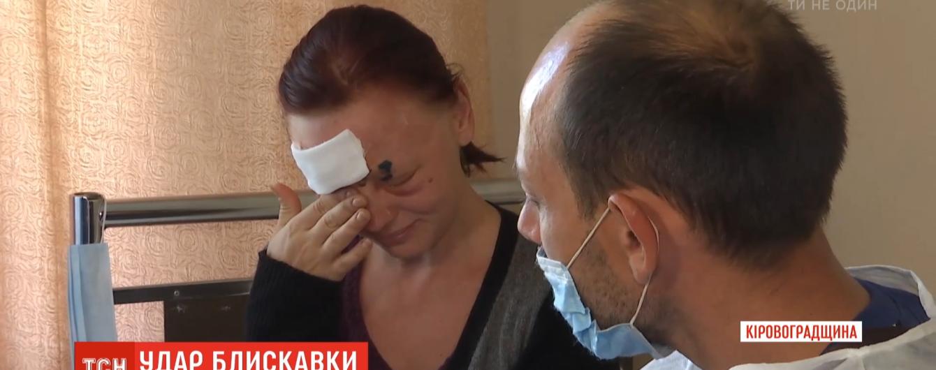 Підлетів дах: у Кіровоградській області блискавка зруйнувала будинок та травмувала жінку