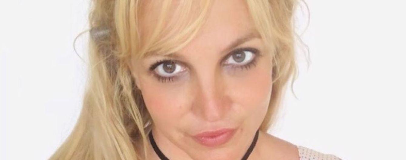 Бритни Спирс в розово-леопардовом бикини показала новую моложавую прическу