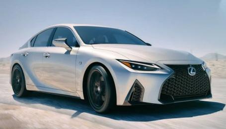 Lexus официально презентовал новый седан IS
