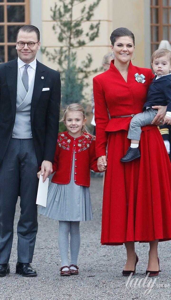 Кронпринцесса Виктория и принц Даниэль с детьми