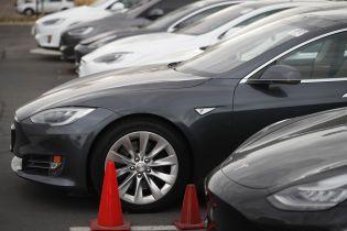 Tesla розповіла, як часто в її електромобілях відбувається займання
