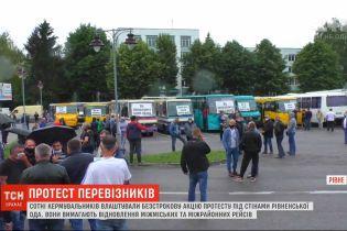 Несмотря на запрет властей, перевозчики Львовской области самовольно вышли на свои маршруты