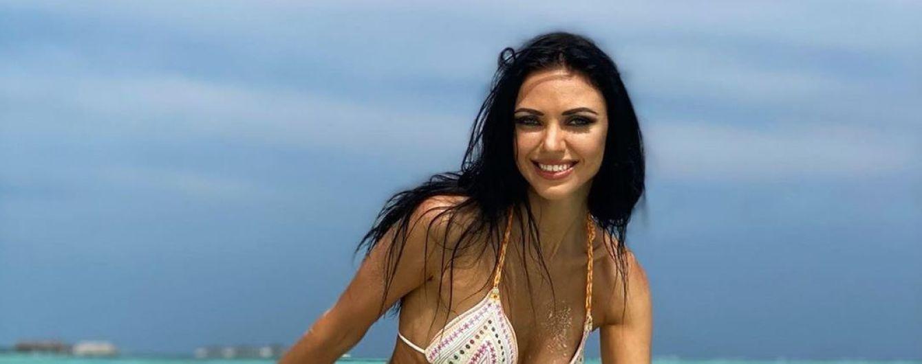 """Вика из """"НЕАНГЕЛОВ"""" в бикини похвасталась стройной фигурой в пляжной фотосессии"""