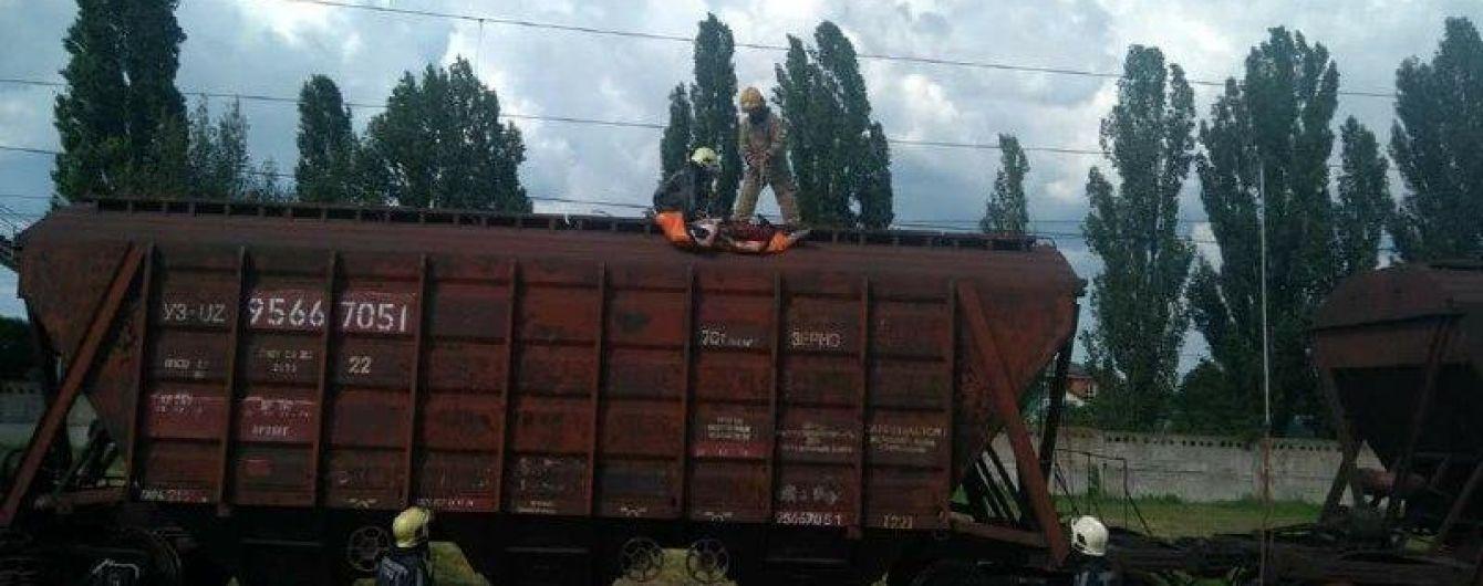 У Київській області через удар струму загинула дитина, яка вилізла на товарний вагон