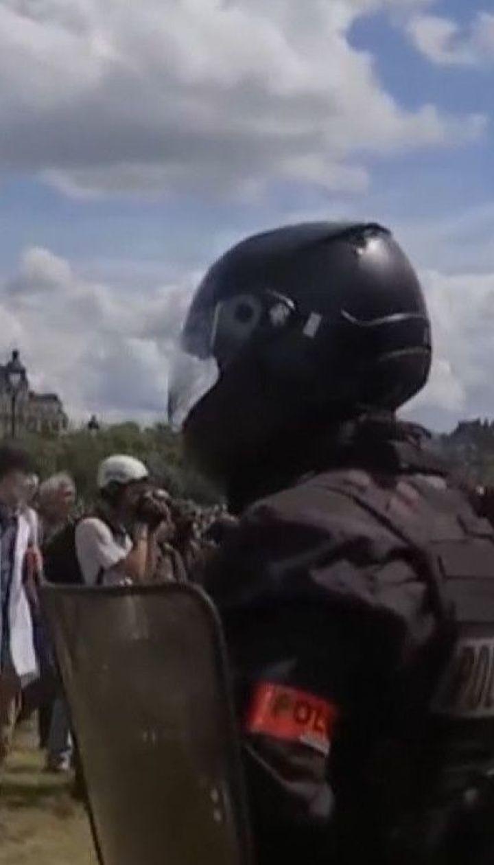 В Париже несколько тысяч медработников вышли на протесты с требованием увеличения зарплаты