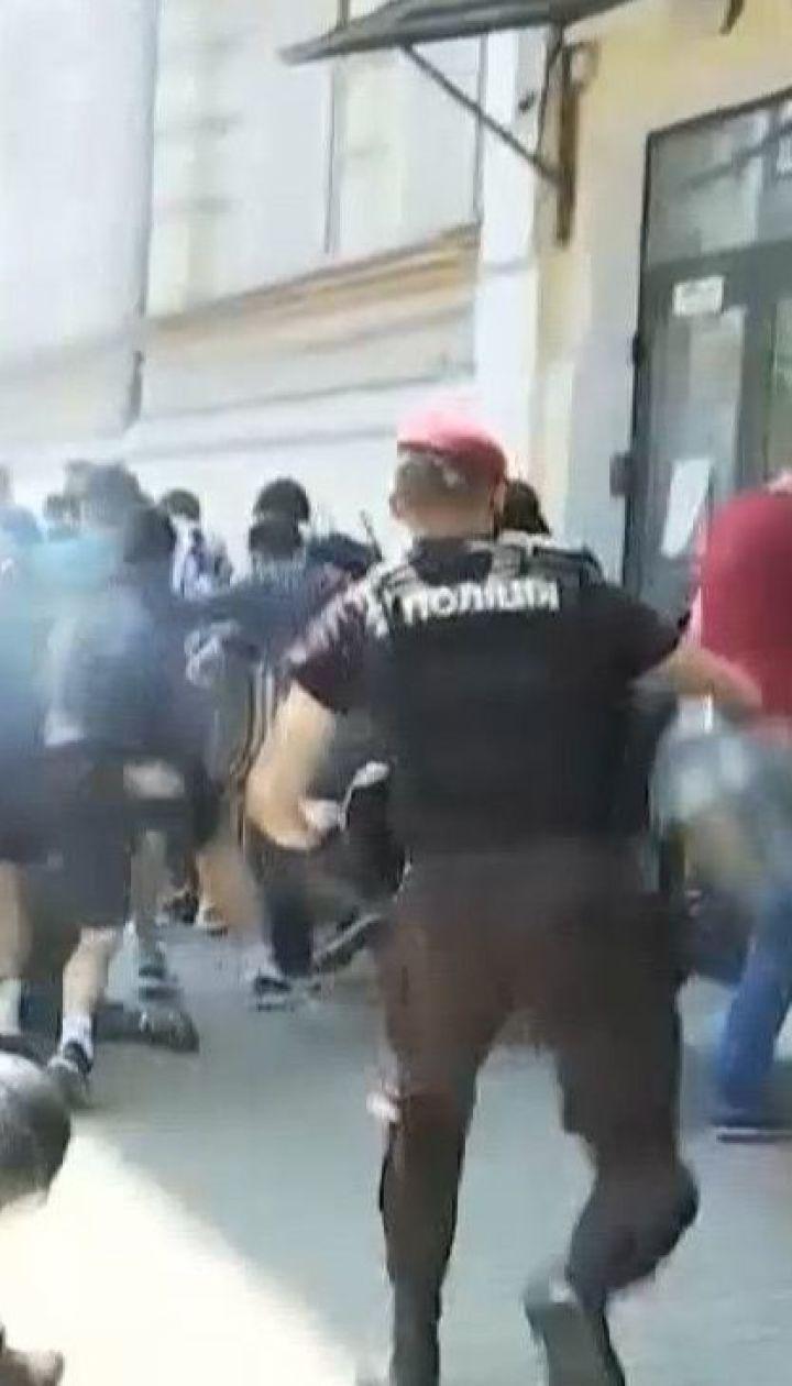 Столкновения и газовые шашки: как проходят протесты в правительственном квартале