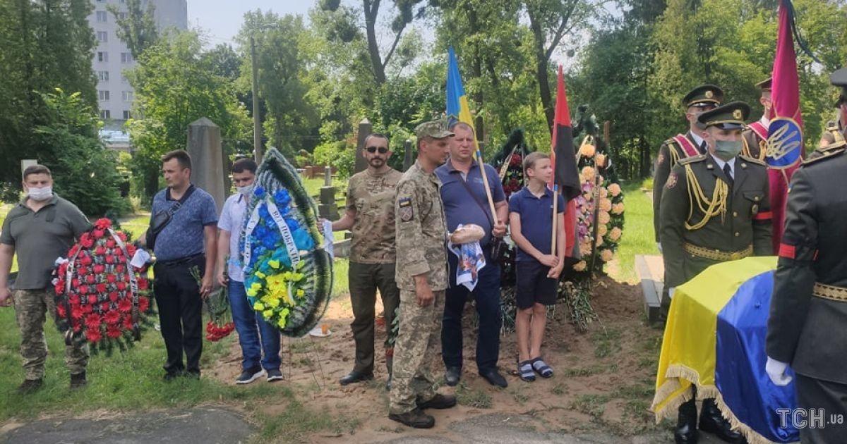 Захоронение бойца Добрянского Леонида @ Фото Натальи Нагорной/ТСН