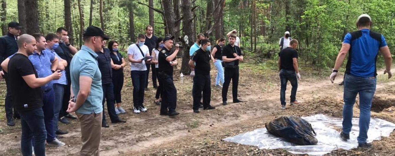 У Київській області у лісі знайшли закопаними тіла чоловіка і жінки, які зникли безвісти