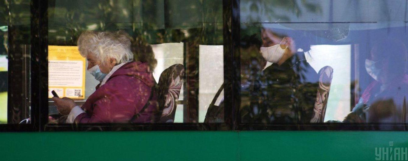 Тиша або навушники: комітет підтримав законопроєкт про заборону акустики в громадському транспорті