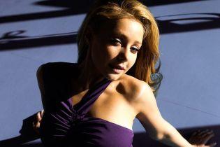 У вбранні з оголеним плечем: Тіна Кароль показала новий знімок з пікантної фотосесії