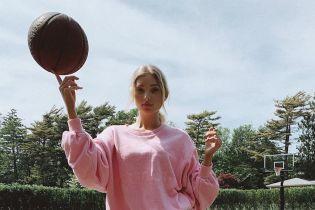 """У рожевому світшоті та мінішортах: """"ангел"""" Ельза Госк зіграла в баскетбол"""