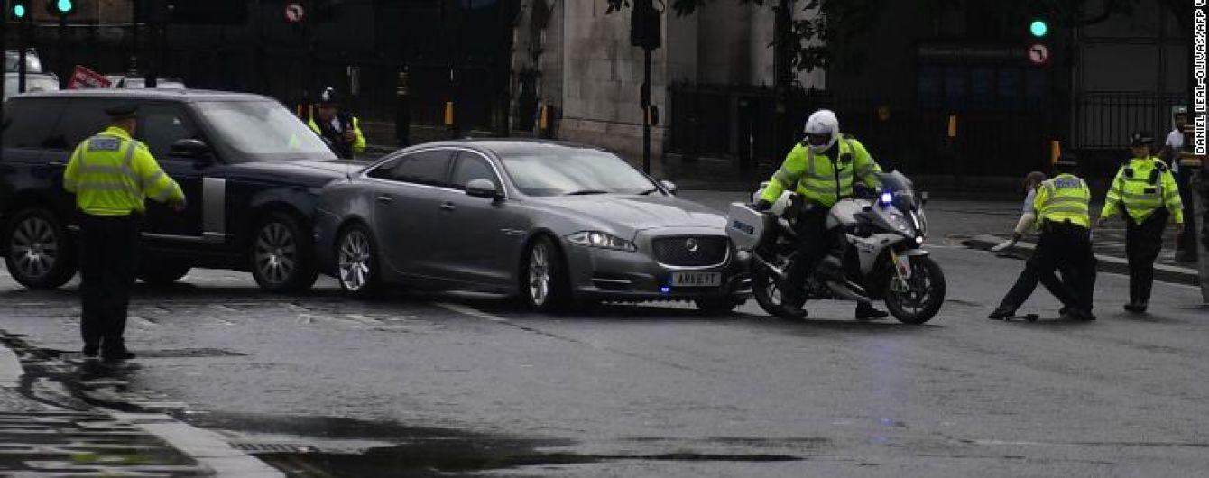 Борис Джонсон потрапив у ДТП через мітингувальника на дорозі