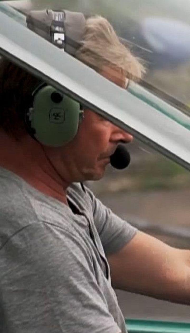 Фермер на власному літаку спостерігає за пожежною ситуацією у лісах Волині