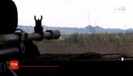 На Донбасі загинув один український воїн, ще двоє отримали поранення