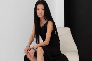 У прозорій сукні і на підборах: 70-річна Вера Вонг вразила стильним вбранням