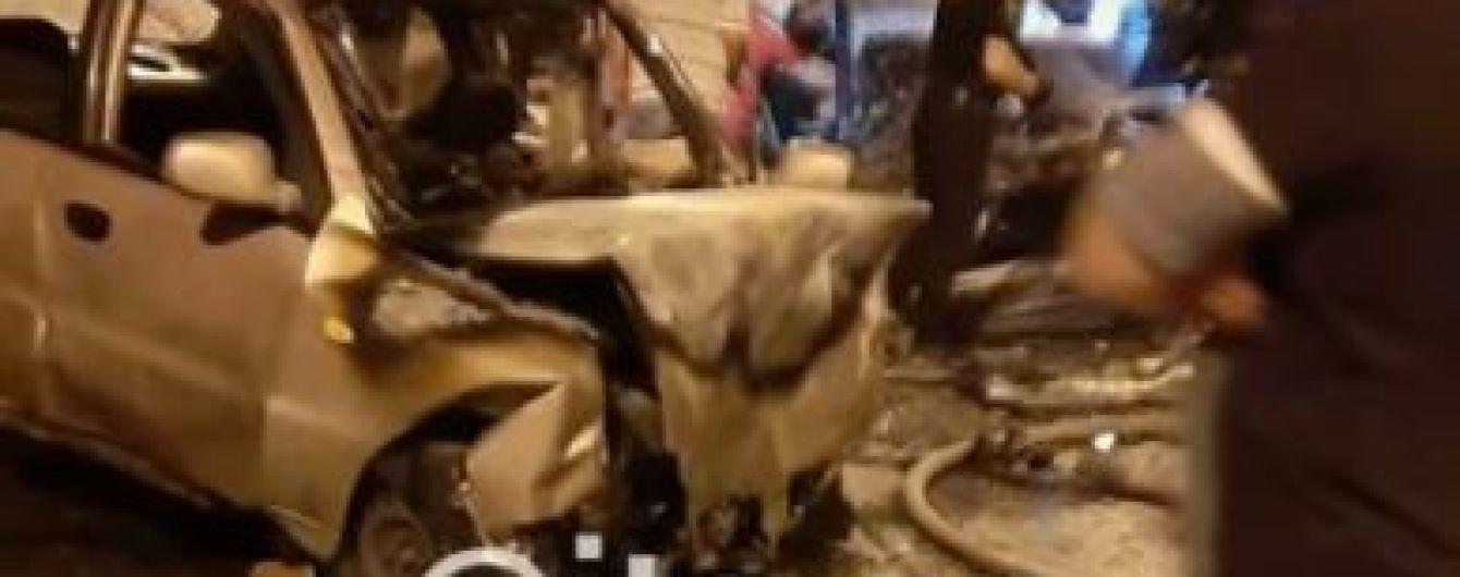В Запорожье после лобового столкновения взорвалась машина