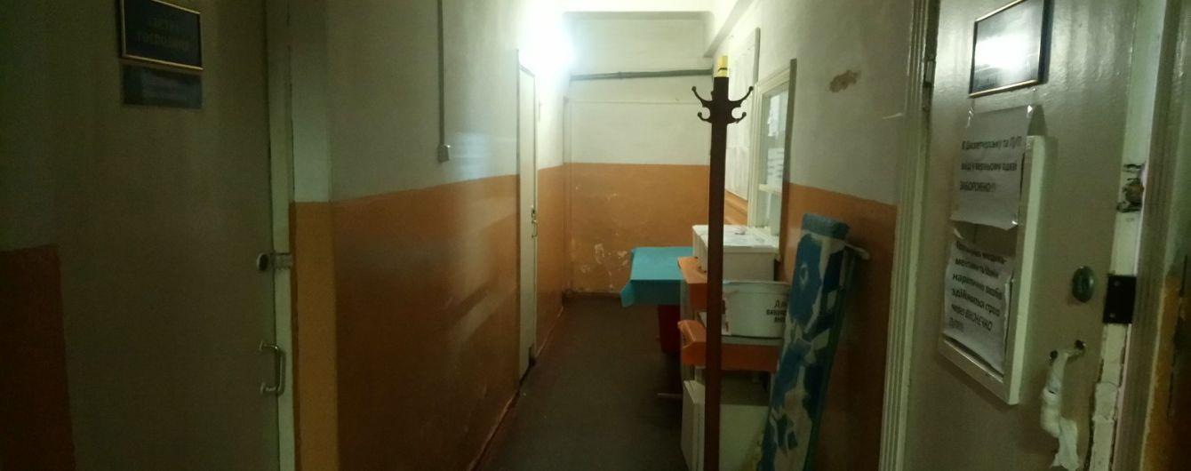 Спалах коронавірусу на станції швидкої допомоги у Вінниці: влада замовчує, а медики продовжують їздити на виклики