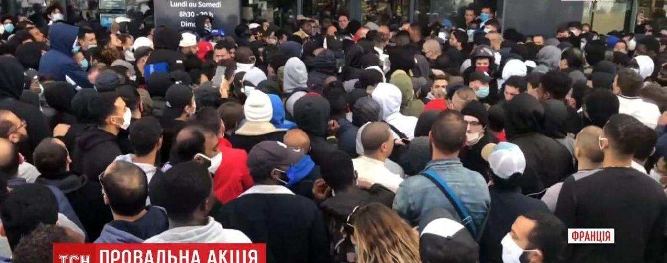 В пригороде Парижа полиция разогнала толпу покупателей, которые хотели купить акционную игровую приставку