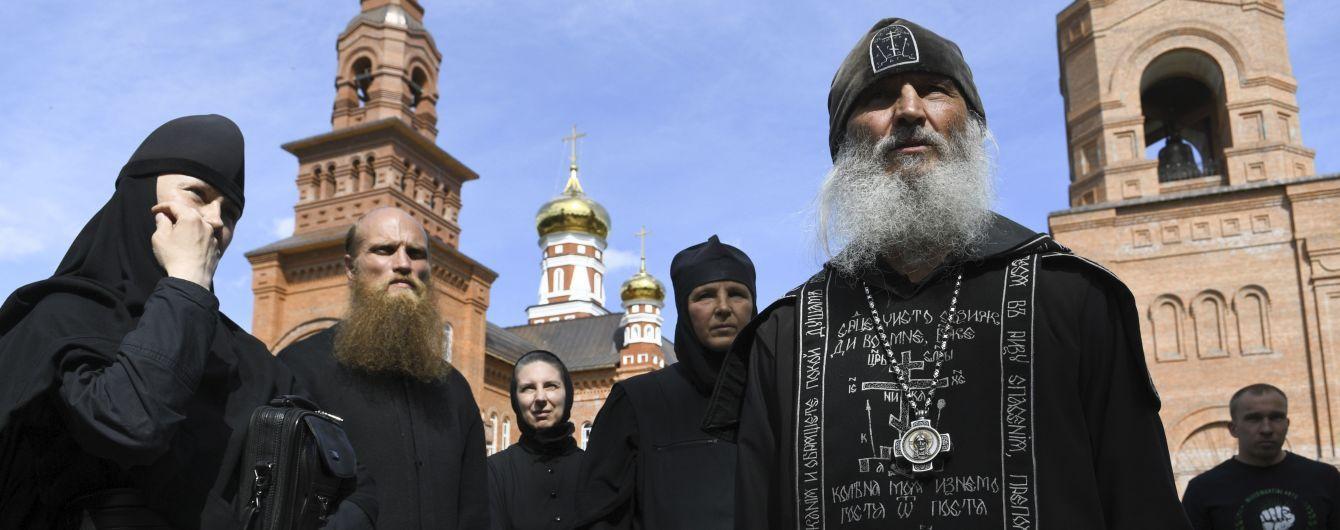 В России духовный наставник Поклонской и ковид-диссидент с боевиками захватил женский монастырь
