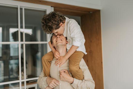 Патронатна сім'я: в Україні масово шукають тимчасових батьків для дітей, які опинилися у кризі