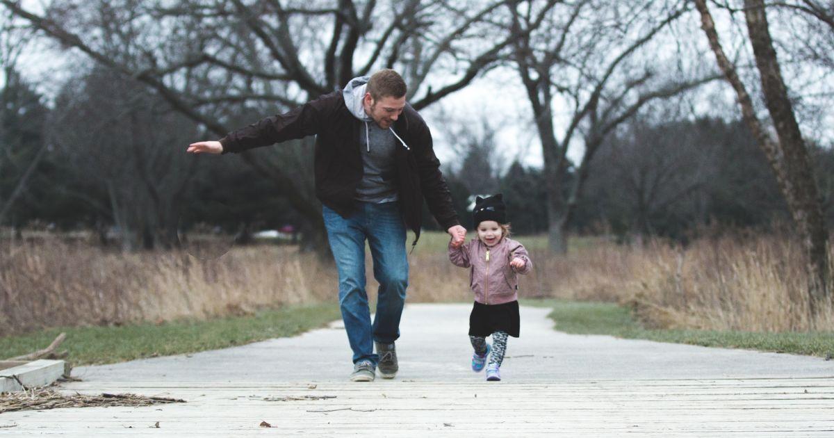 Татусі в декреті: в Україні чоловікам хочуть спростити процедуру виходу у відпустку по догляду за дитиною