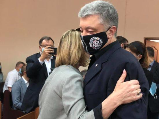 Суд відмовився обирати запобіжний захід Петру Порошенку