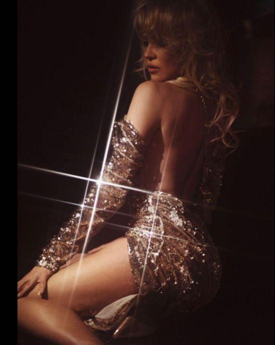 Сексуальна Памела Андерсон у мереживному вбранні засвітила оголені груди