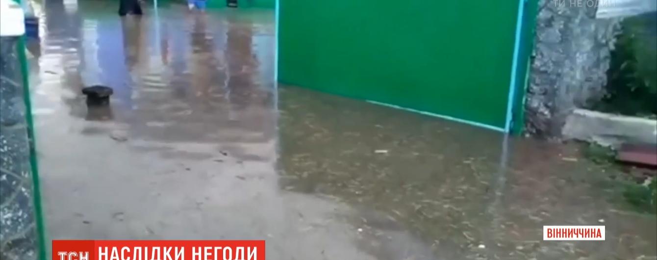 Вода сягала вікон: у Вінницькій та Одеській областях негода попсувала людям житло та урожай
