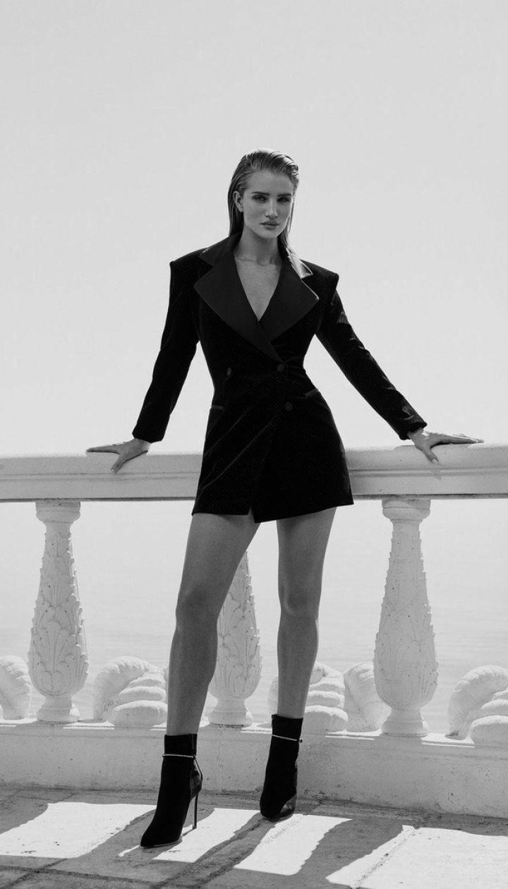 Розі Гантінгтон-Вайтлі в рекламній кампанії Jimmy Choo - Resort 2020