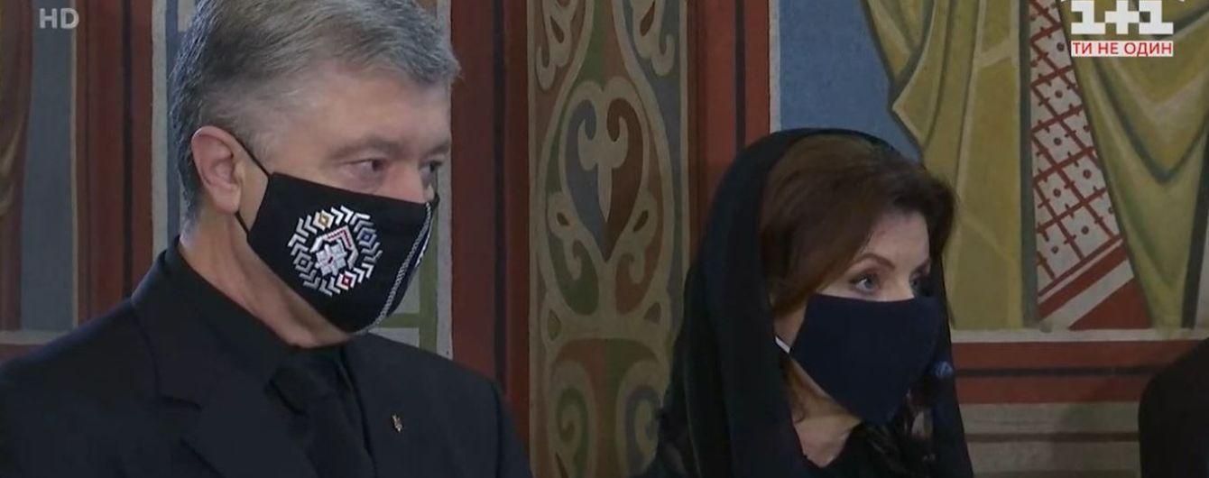 У Києві прощаються з батьком Порошенка: службу правив Епіфаній