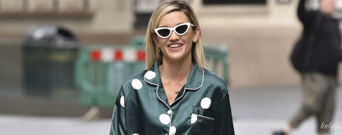 В пижаме на работу: стильный выход ведущей Эшли Робертс