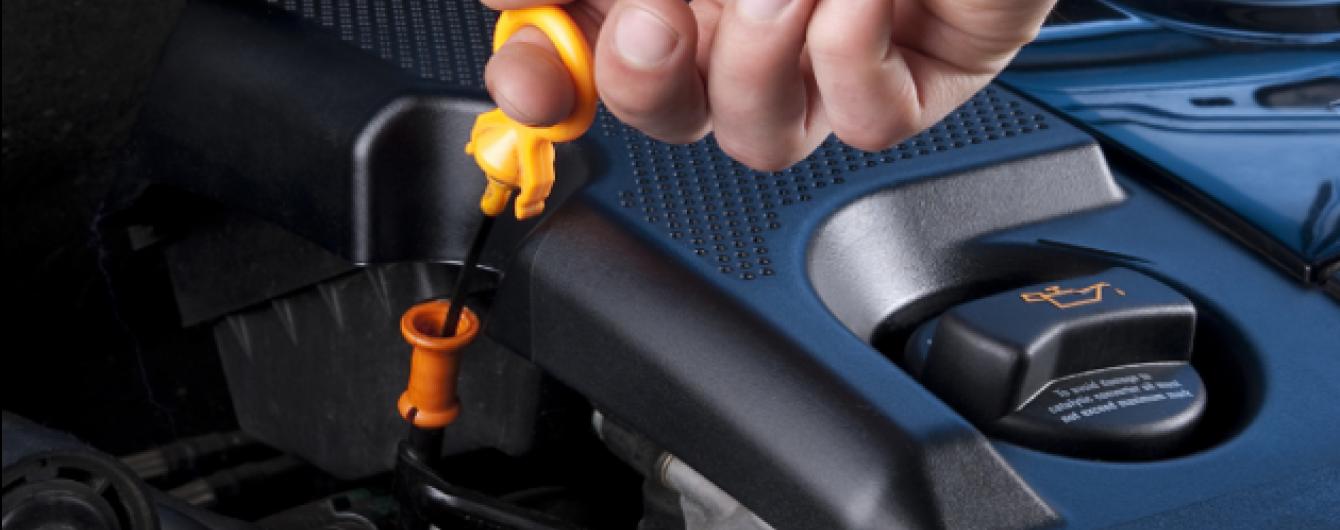 Названы ошибки во время проверки уровня масла, которые могут привести к поломке мотора